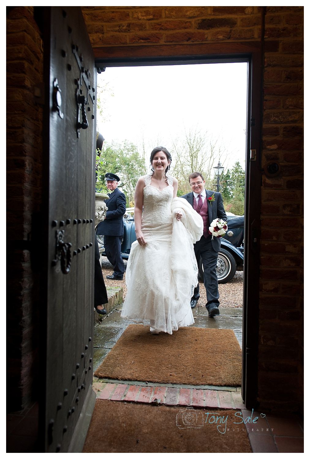 wedding-photography-newland-hall-chelmsford_the bride arrives